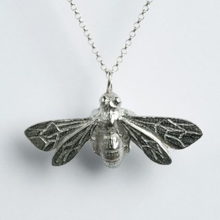 Bee Necklace Large | Image 4