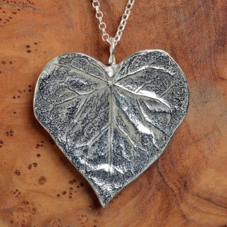 Heart Leaf Necklace | Image 2