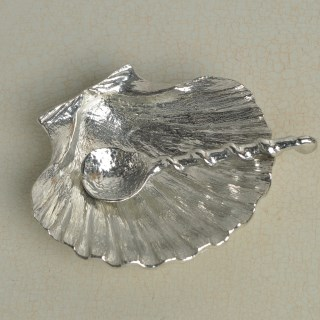 Scallop Shell Bowl and Spoon | Image 4